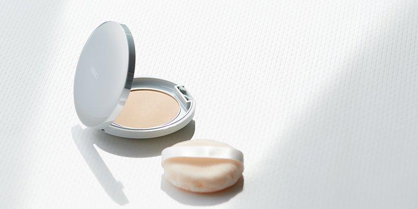 UVカット 紫外線A・B波をはね返して白い肌をキープ